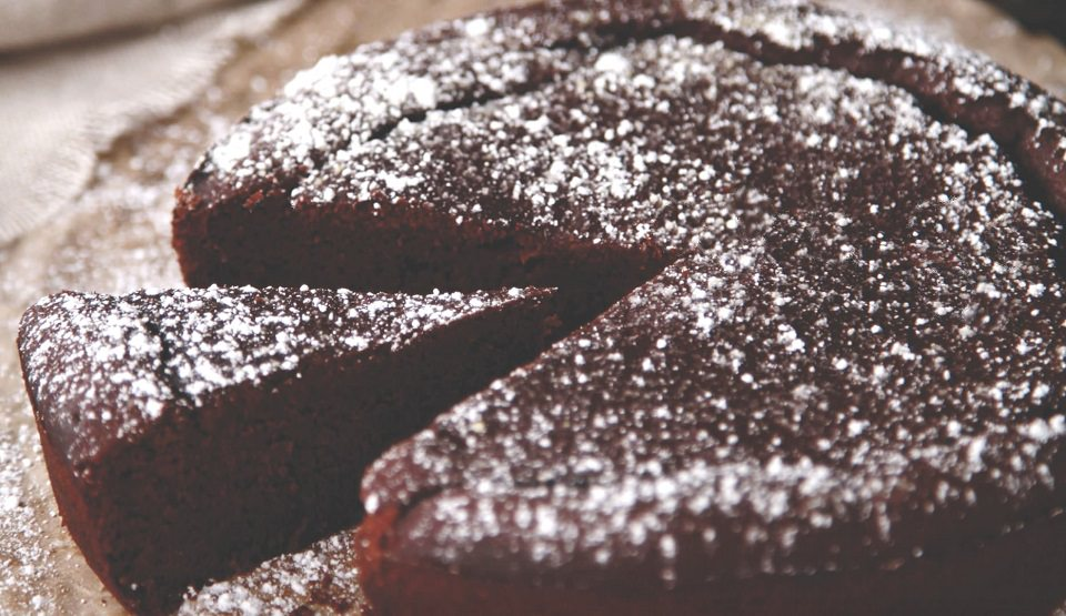 Flourless chocolate cake (and it's sugar-free too)
