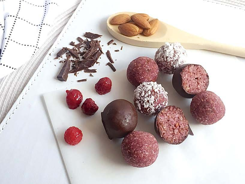 10 bliss balls under 100 cals