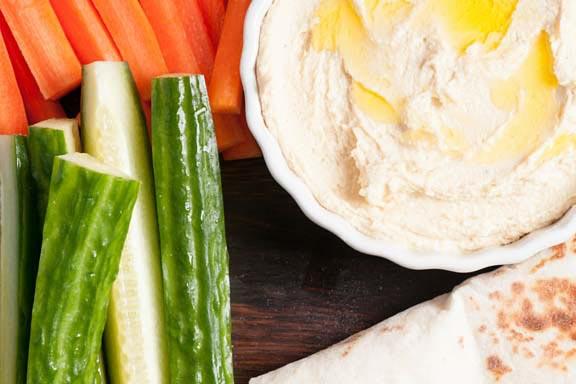Healthy, Spicy Hummus Dip with Veggie Sticks