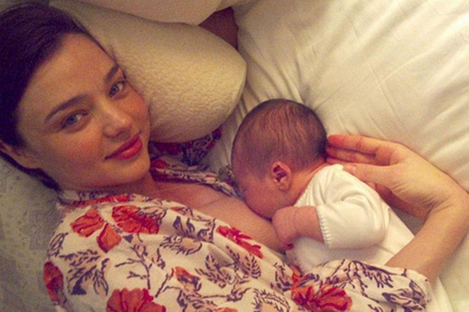 celebrities-breastfeeding-babies-miranda-kerr
