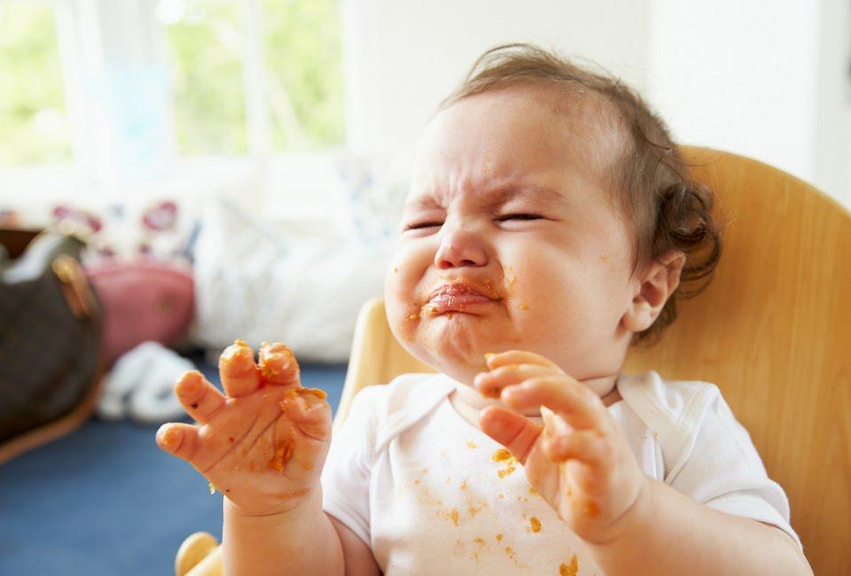 Ребенок кричит во время кормления