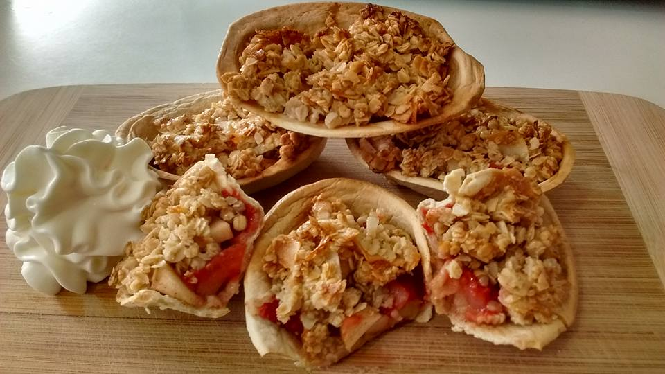 strawberry and apple crumble bites