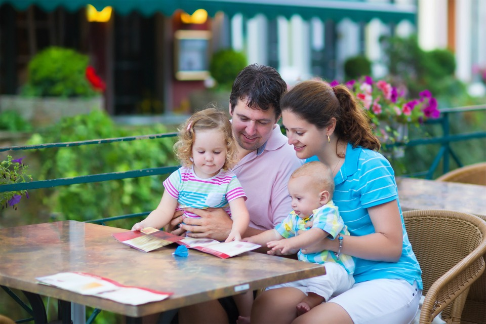 10 Hot Tips On How To Dine Out With Kids And Enjoy It