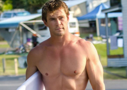 Chris Hemsworth Admits To Having Naked Pictures Of Himself On His Phone!
