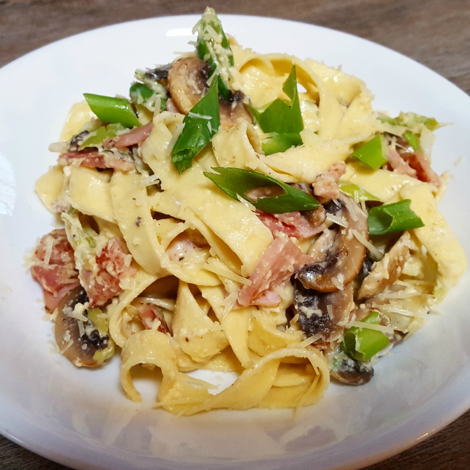 Healthy and creamy carbonara pasta