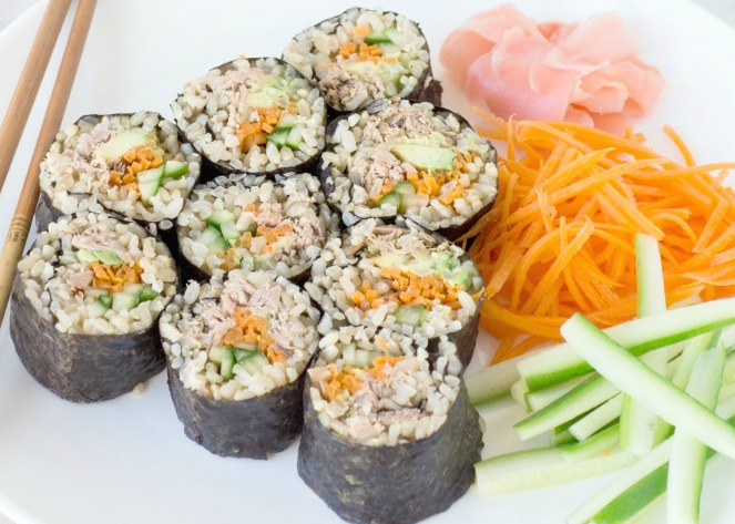 Make-ahead tuna & vegetable sushi rolls