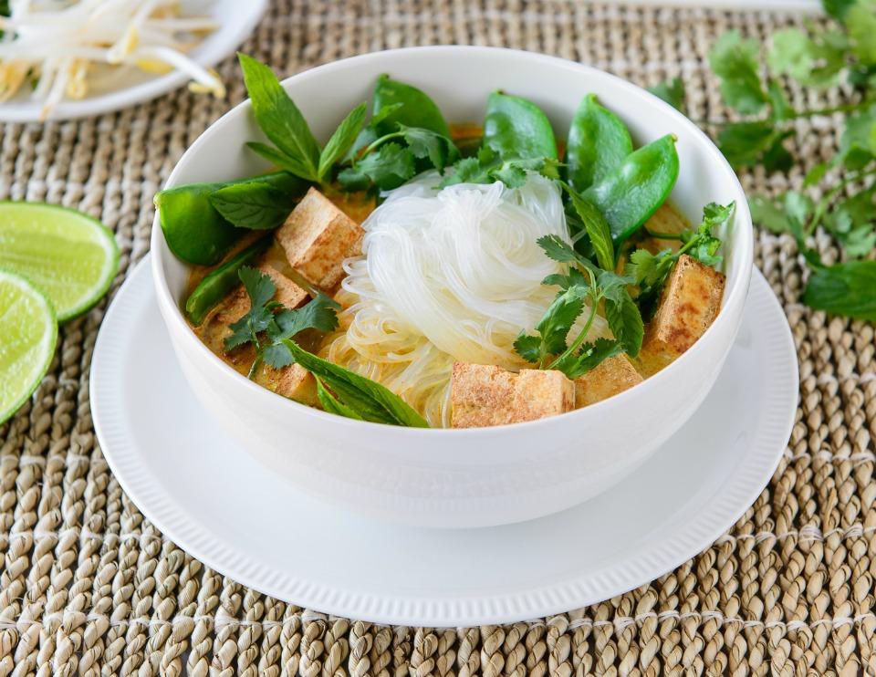 20 Minute Snow Pea and Tofu Laksa