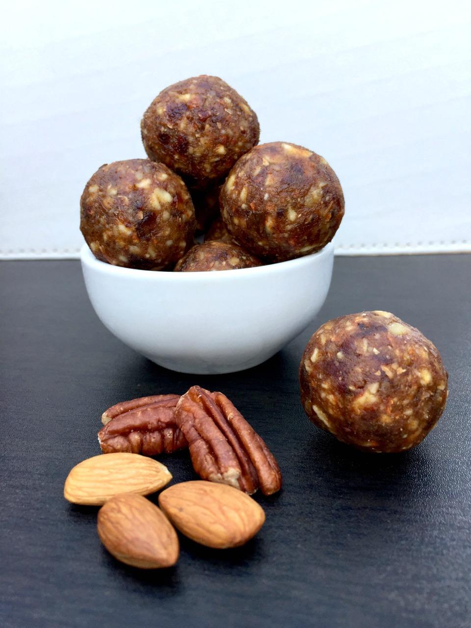 4 Ingredient Gingerbread Balls