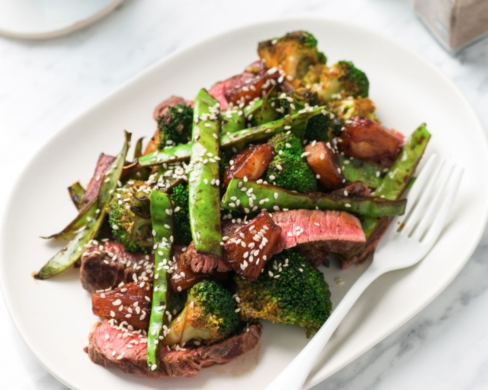 20 minute beef, pineapple and broccoli stir fry