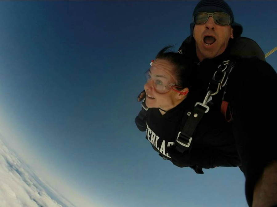 Mum-Jumps-Out-Of-A-Plane-To-Celebrate-Losing-30kg2