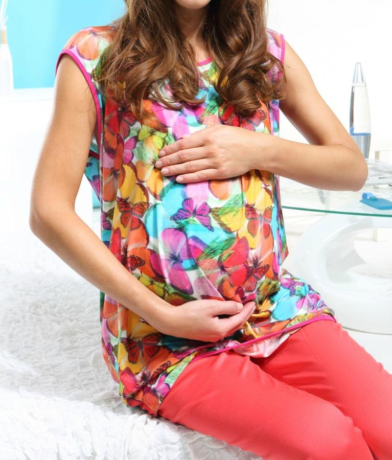 bright-clothes-pregnant