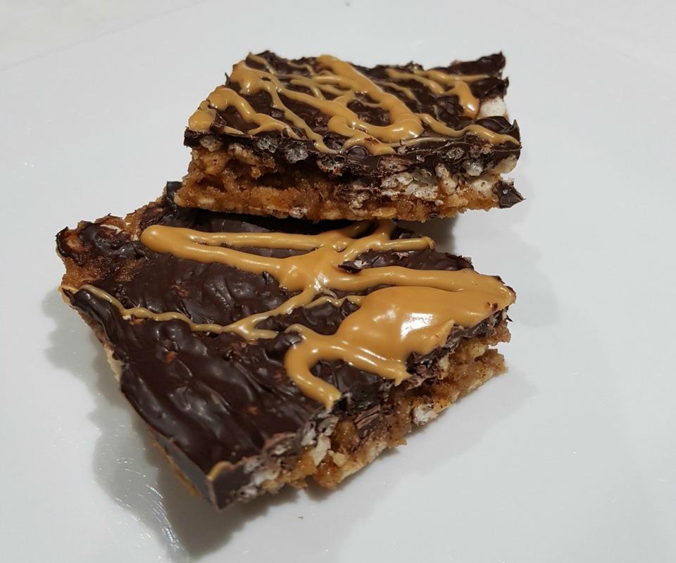 Crunchy salted caramel peanut hedgehog slice