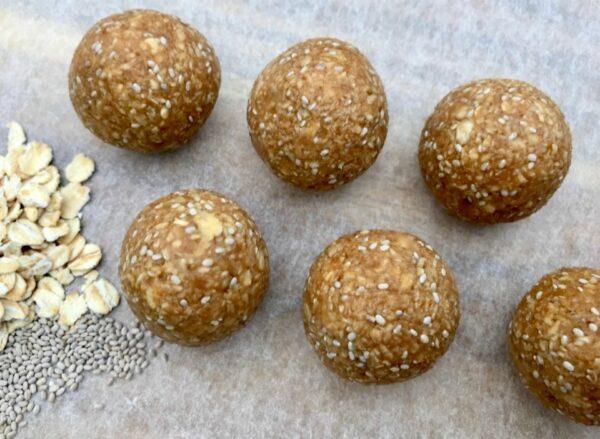 5 ingredient protein rich chia peanut butter balls