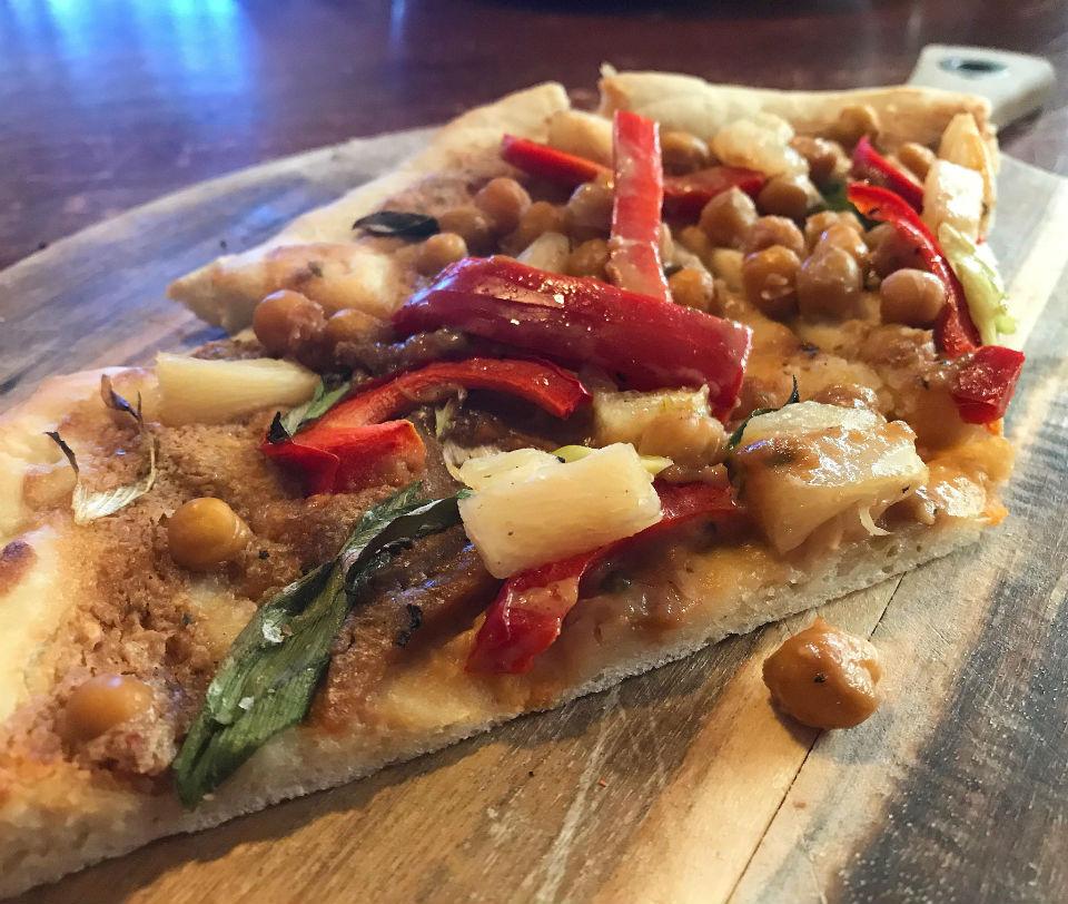 Satay pizza