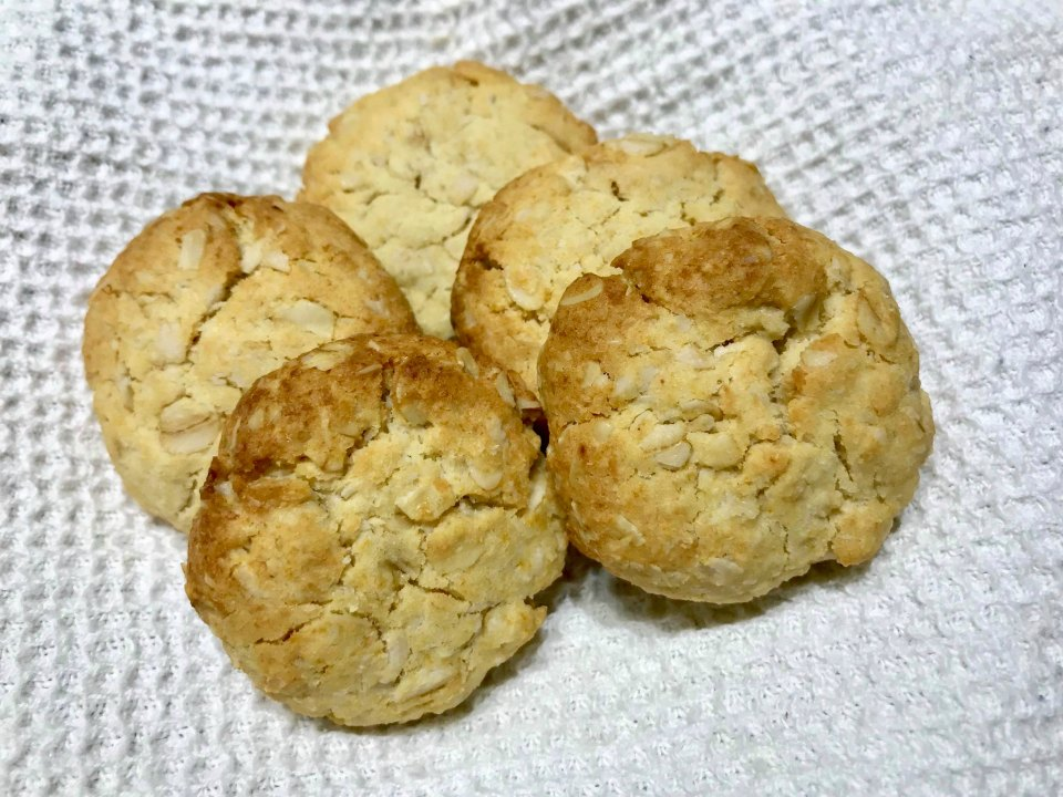 5 Ingredient Honey and Oat Cookies