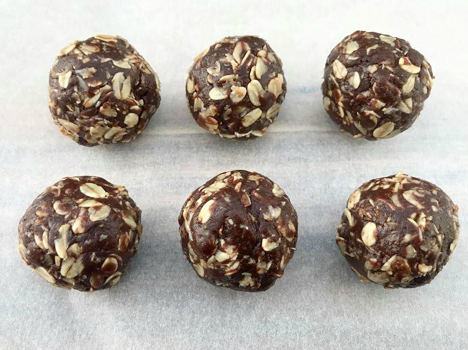 98 Calorie Chocolate Oat Balls