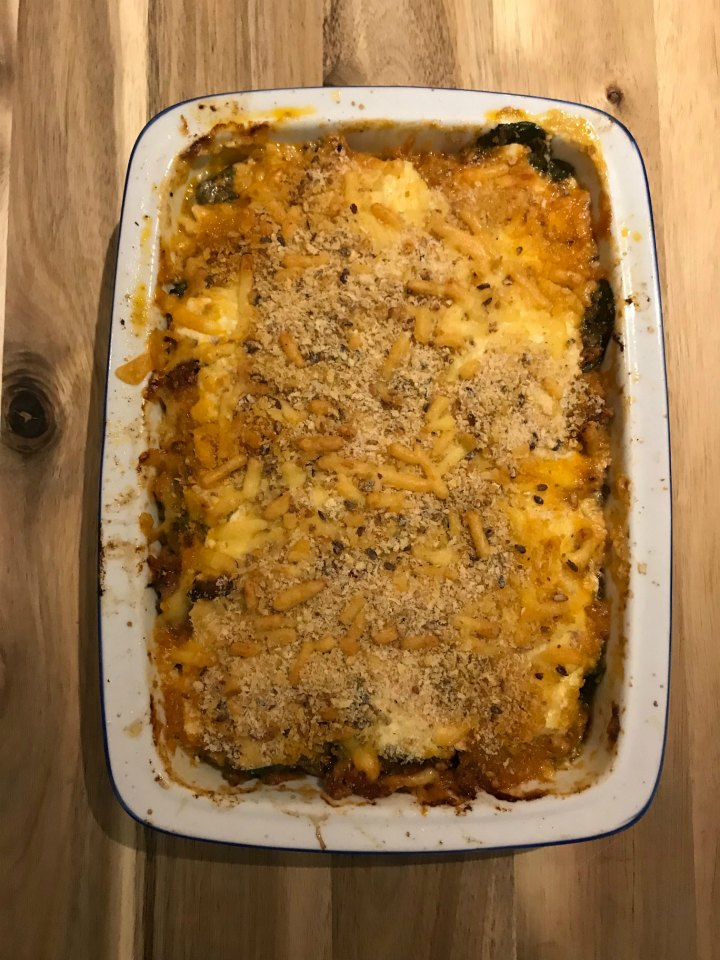 Cheesy spinach savoury mince bake