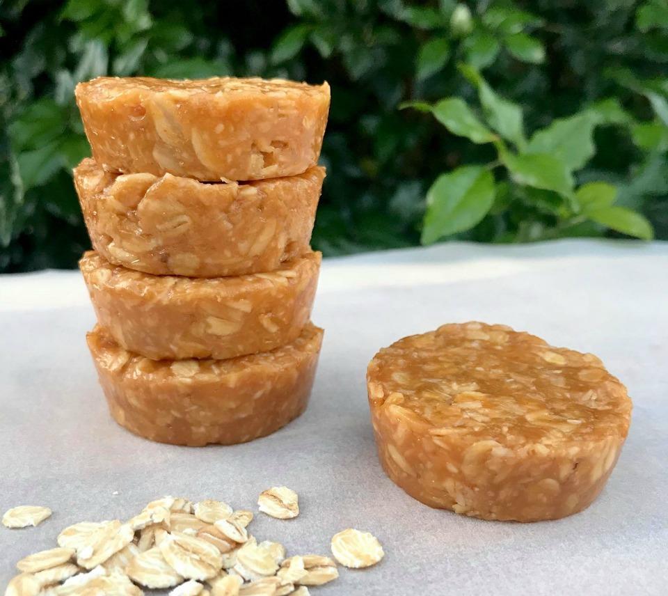 5 Ingredient Peanut Butter Oat Cups
